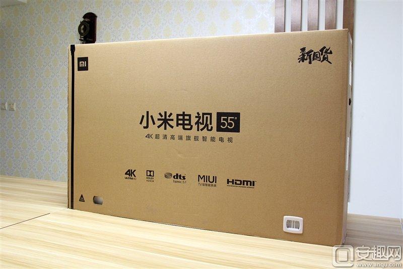 此次55英寸小米电视3s采用了新款包装箱,箱体正面清晰的标明