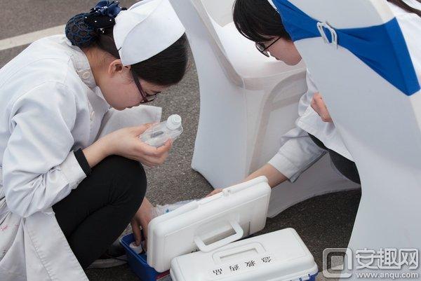 护士保卫参与者安全