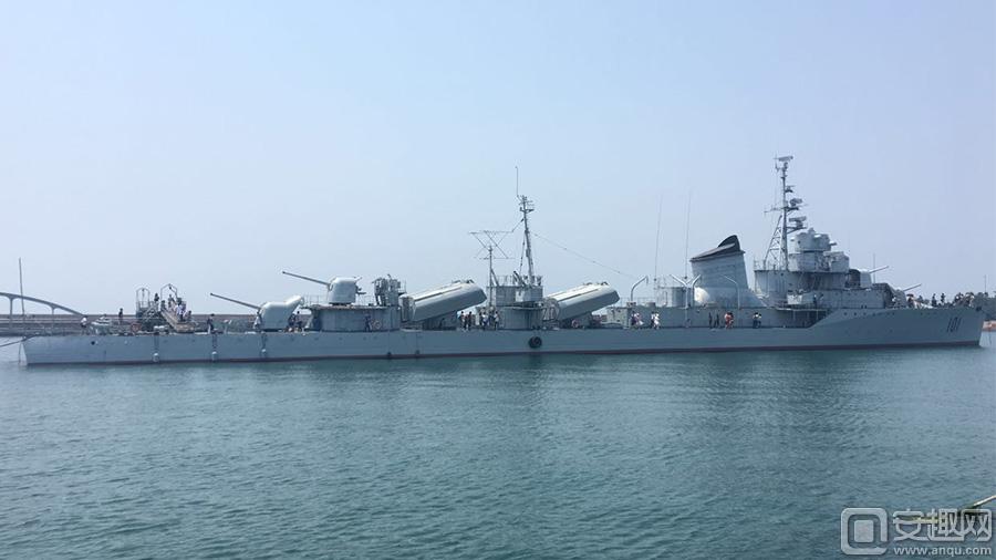 图3:现实中的鞍山号驱逐舰.jpg